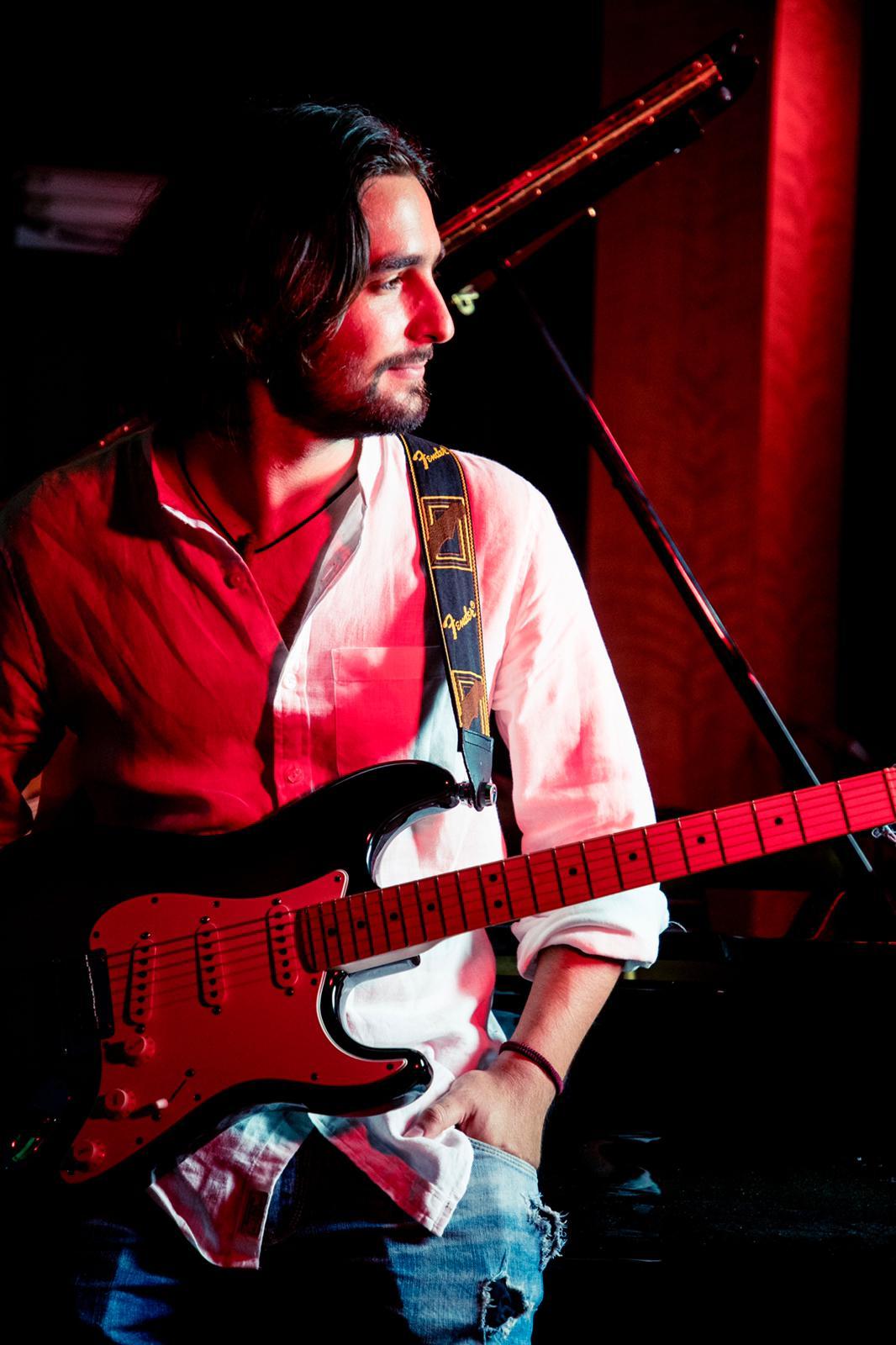 Emilio Esteban Guitarrista Productor