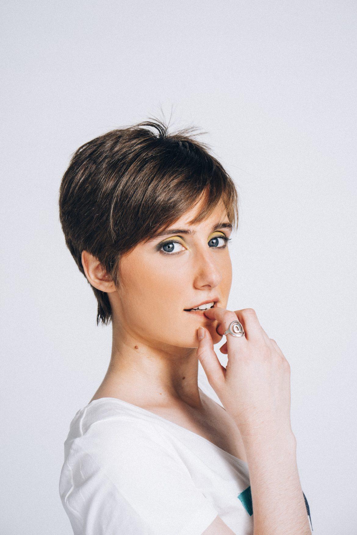 Tina Escribano, Cantante