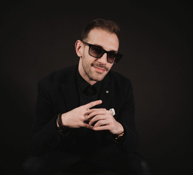 Alex León, Cantante