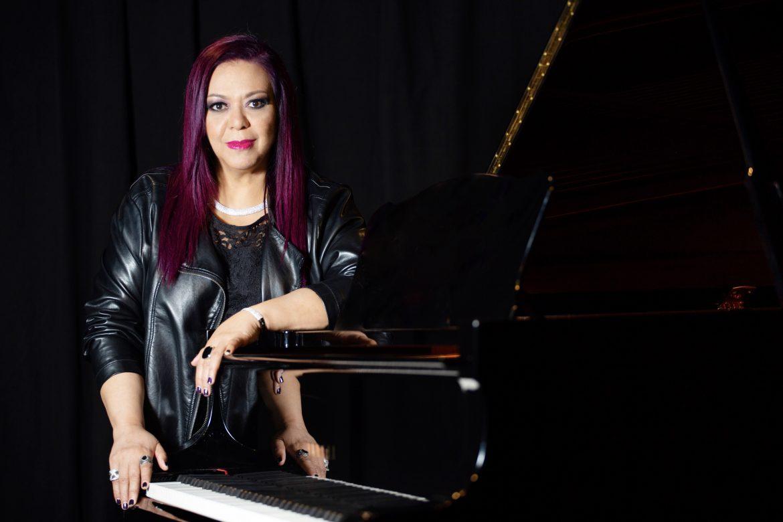 Edith Salazar, cantante, pianista y compositora