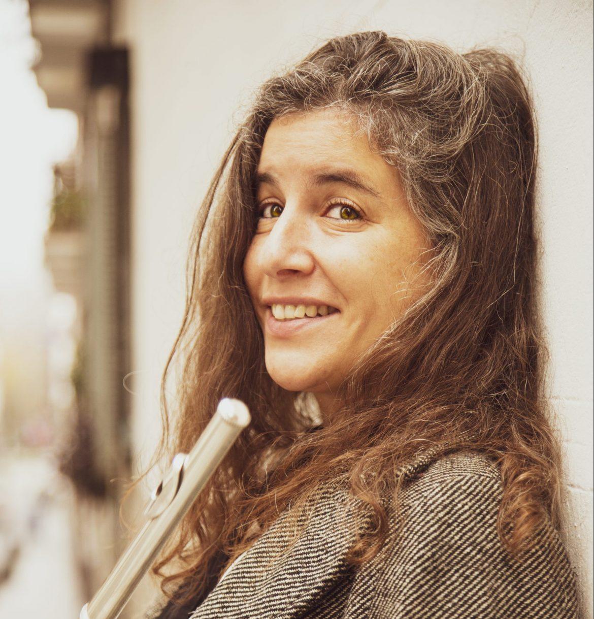 Carmen Vela, Flautista