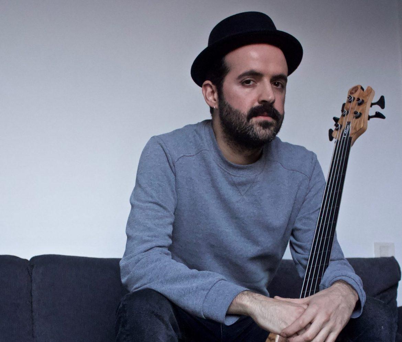 Ismael Alcina, bajista y compositor