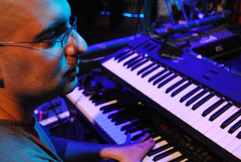 Guillermo González, director musical, compositor, arreglista e instrumentista
