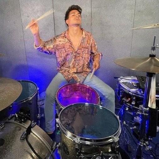 Simón Cordero, batería, cantante y compositor
